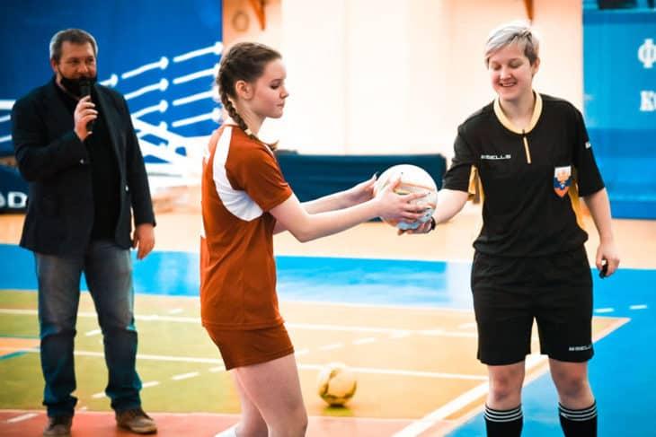 18 девушек vs Антон Федюшкин